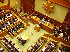 Sesión en el Parlamento Vasco. Foto: Wikipedia